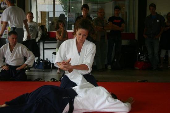 41 forum -  2009 Aîkido - Aline dans ses (bonnes) oeuvres