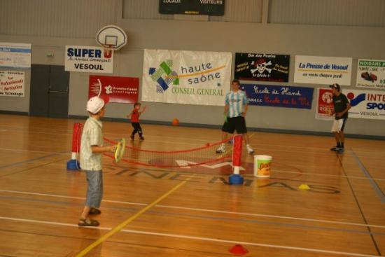 47 forum 2009 -Tennis pour les petits = grosses balles + petites raquettes