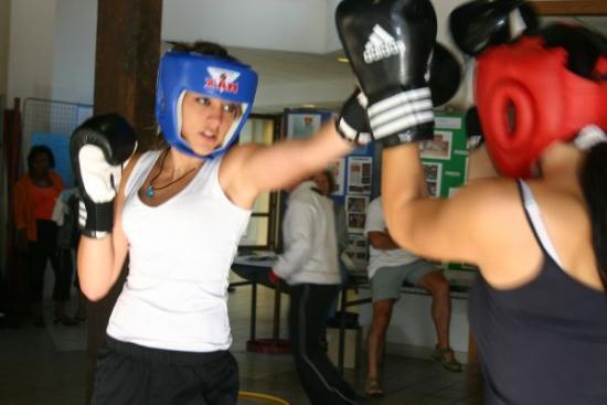 71 forum 2009 - les filles de l'AGM Boxe Anglaise ont toujours du succès