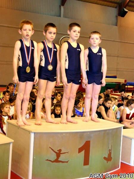 équipe acrobates de l'AGM Loic Veuve, Lucas Routurier, Victor Beuret, Florian Menneguin