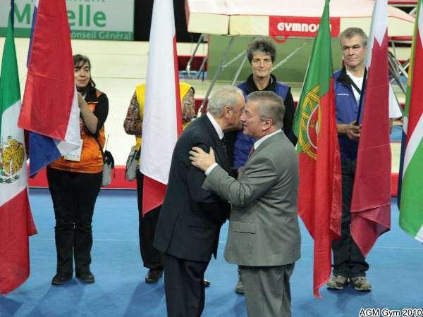 Jacques Rey, président de la FFG reçoit la médaille d'honneur
