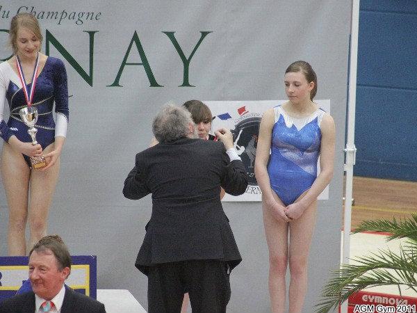 JP Lamblin, Pt du CR Champagne Ardennes remet la médaille d'argent à Mégane