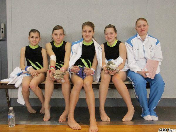 l'équipe Minimes  avec Justine entraîneur, juge et gymnaste !