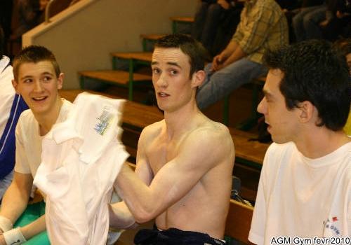 la gym, ça fait des abdo et des bras mais pas le bronzage !
