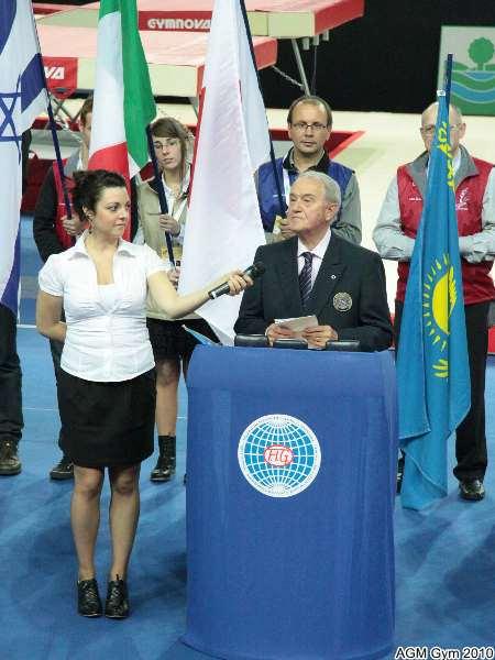 le professeur Bruno Grandi président de la FIG clôt les championnats