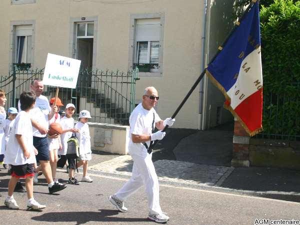 Maurice Waltz, porte drapeau émérite